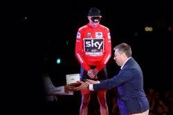 Chris Froome recibe el reloj Tissot 'T-Race Touch' como ganador de La Vuelta a España