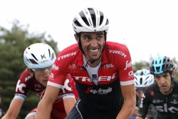 Fundación Cesare Scariolo subastará prendas firmadas por Alberto Contador para luchar contra el cáncer infantil