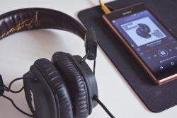 9 de cada 10 españoles creen que la música mejora su rendimiento en el trabajo, según LinkedIn y Spotify