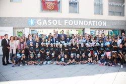 Los hermanos Gasol inauguran en Sant Boi la sede de su fundación contra la obesidad infantil