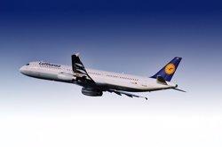 (Ampl.2) Lufthansa firma un acuerdo con Air Berlin para comprarle piezas por 210 millones de euros