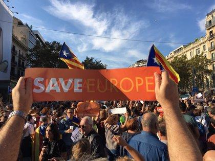 Miles de manifestantes en Barcelona por el autogobierno y la libertad de Sànchez y Cuixart