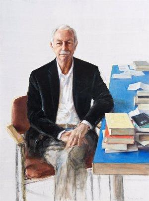 El retrato de Eduardo Mendoza, de la artista Leticia Feduchi, ya cuelga en la galería de los Premios Cervantes de la BNE