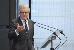 Albella (CNMV) insta a aumentar la diversidad en los consejos de administración y a reducir su edad media