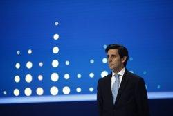 (Amp.) Telefónica espera elevar un 5,7% sus clientes en 2020 y desplegar un millón de kilómetros de fibra