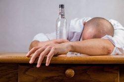 Un estudio evidencia que los hombres consumen más alcohol y cannabis y las mujeres más hipnosedantes