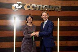 Consum y Fundación ONCE firman un acuerdo para incorporar 30 personas con discapacidad más a su plantilla