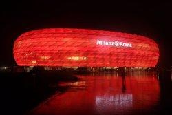 El Bayern Múnich, multado con 50.000 euros por permitir el acceso de bengalas
