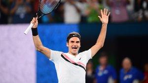 Federer estrena el número uno mundial con el título en Rotterdam