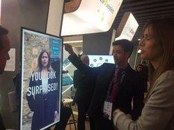 Bismart lanza unas videopantallas que muestran diferentes anuncios a cada usuario según sus emociones