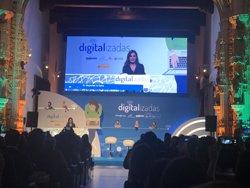 'Digitalizadas', amadrinado por la Reina Letizia, formará en nuevas tecnologías a 5.000 mujeres del ámbito rural