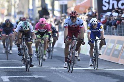 Marcel Kittel (Katusha) repite triunfo en la Tirreno-Adriático por delante de Peter Sagan (BORA)