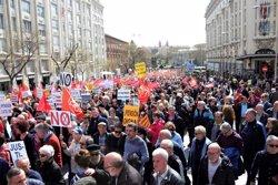 Los pensionistas llenan de nuevo a las calles al grito de