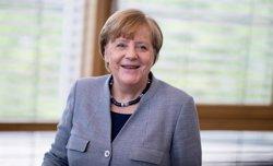 Merkel mantiene su
