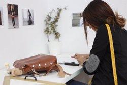 'Evana&tía', la firma de bolsos y complementos de piel para empoderar a mujeres en riesgo de exclusión social y laboral