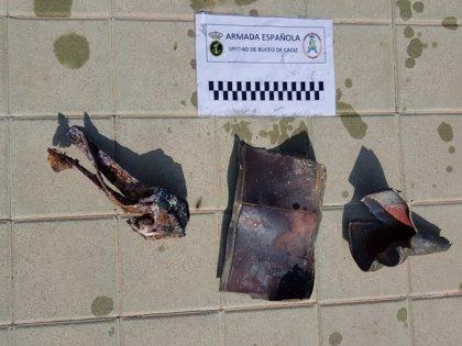 Buceadores de la Armada neutralizan un artefacto a 13 metros de profundidad frente a la costa de Melilla