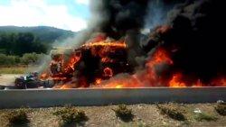 Un fallecido tras incendiarse el camión que conducía en un accidente en Borriol (Castellón)