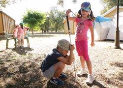 Un total de 400 niños con discapacidad visual participan en los campamentos de la ONCE para aumentar su autonomía