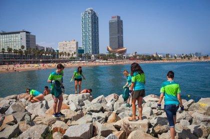 Deliveroo prevé recoger 600 kilos de basura en las playas españolas