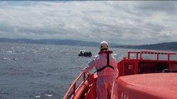 Llega a puerto sin incidencias la patera rescatada en Cabo de Gata con 67 inmigrantes, uno herido
