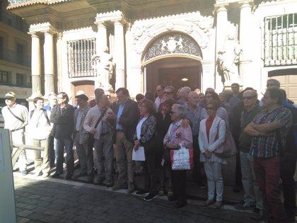 Montxo Armendáriz, El Drogas y Pepe Viyuela firman un manifiesto a favor del derribo del Monumento a los Caídos