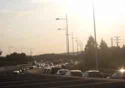 Un accidente en la A-4 en Seseña (Toledo) marca el inicio del Puente, con retenciones en Madrid y Barcelona