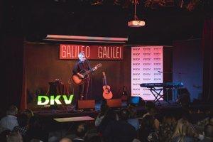 DKV y Ariel Rot recaudan 6.600 euros contra el cáncer en un concierto solidario en Madrid