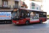 La diferencia de precio del billete sencillo en autobús urbano alcanza el 244% en España, según un estudio de Facua