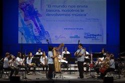La Orquesta de Instrumentos Reciclados de Cateura actuará mañana junto a Melendi en el Teatro Real