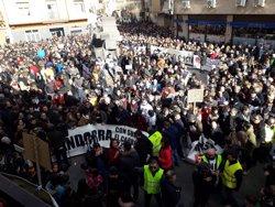 Miles de personas reclaman que la Central Térmica de Andorra no cierre sin alternativas viables