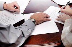 Casi el 60% de los seguros se contrata a través de los bancos, según Adicae