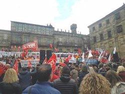 Miles de personas claman en Santiago en contra los