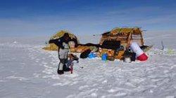 Los expedicionarios de 'Antártida Inexplorada' llegan a España y dejan su trineo de viento en la Antártida para regresar