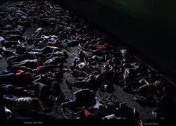 El Teatro Real estrena 'Idomeneo', de Mozart, y se transforma en una 'isla de Lesbos' abarrotada de refugiados