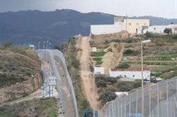 El Gobierno deja pendiente la retirada de las concertinas de las vallas de Ceuta y Melilla que se marcó como