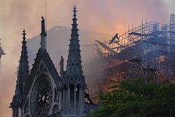 Controlado el terrible incendio de la catedral de Notre Dame