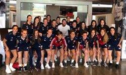 Sergio Ramos visita por sorpresa a la selección femenina de fútbol