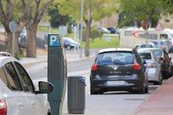 Los conductores españoles pagan 12 euros de media al mes en aparcamiento regulado, según un estudio