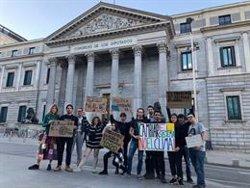 Un grupo de jóvenes de 'Fridays for Future' dormirá frente al Congreso para exigir medidas contra el cambio climático