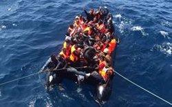 Más de 20 desaparecidos, seis trasladados al Hospital de Almería y 21 a Motril tras rescate de patera