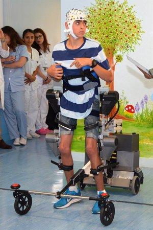 El Hospital Niños Jesús desarrolla un exoesqueleto para niños con parálisis cerebral que obedece las órdenes del cerebro