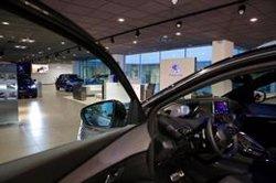 Los concesionarios hicieron descuentos de 4.204 euros de media por coche vendido en el primer semestre