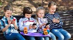 El 62% de madres limita en tiempo el uso de la tecnología a sus hijos sin tener en cuenta el contenido, según un estudio