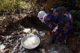 El precio del agua en países en desarrollo representa un 45% del salario familiar, frente al 1% en España, según AUARA