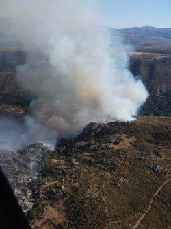 La UME se suma a los trabajos de extinción del incendio de Navalacruz (Ávila) que sigue en nivel 1