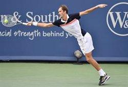 El enrachado Medvedev elimina a Djokovic en semifinales