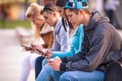Un 46% de menores recibió mensajes de contenido sexual a través de su móvil en los últimos dos años, según un estudio
