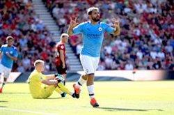 (Crónica) Un doblete de Agüero permite al City seguir la estela del Liverpool