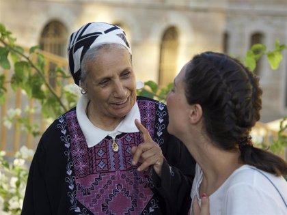 La historia de perdón de la anciana palestina Myriam narrada por una joven española: