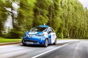 Renault inicia en París pruebas de conducción autónoma  compartida con unidades del Zoe